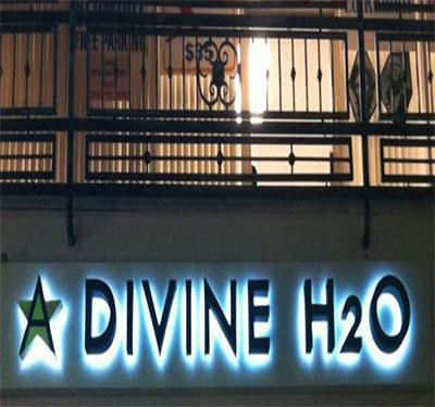 A Divine H2O Logo