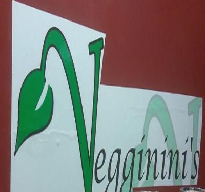 Veggininis Paradise Cafe Logo